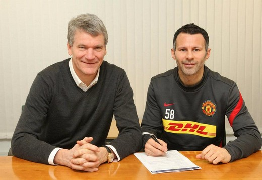 Ryan Giggs signs new deal