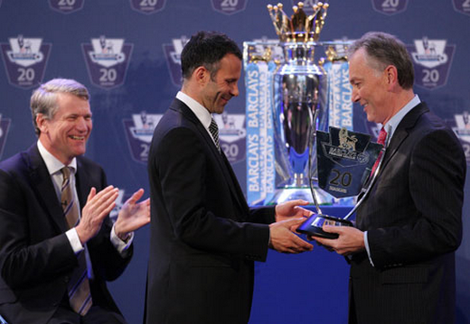Ryan Giggs received his Award from PL chief executive Richard Scudamore