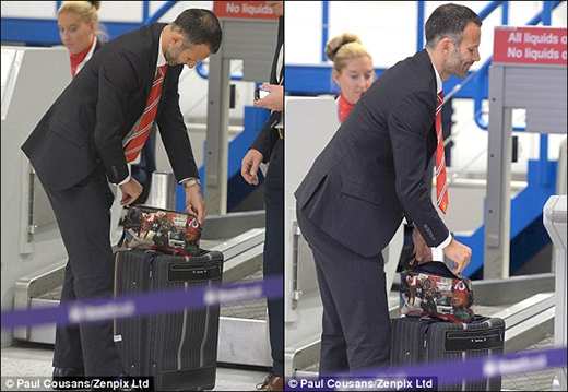Ryan Giggs shows off his Manchester United inspired washbag